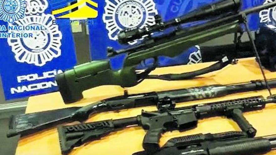 La jueza devuelve armas, coches y joyas confiscados a la trama rusa de blanqueo en la Marina