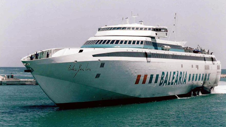 Baleària celebra los 20 años de la ruta que une Ibiza y Mallorca