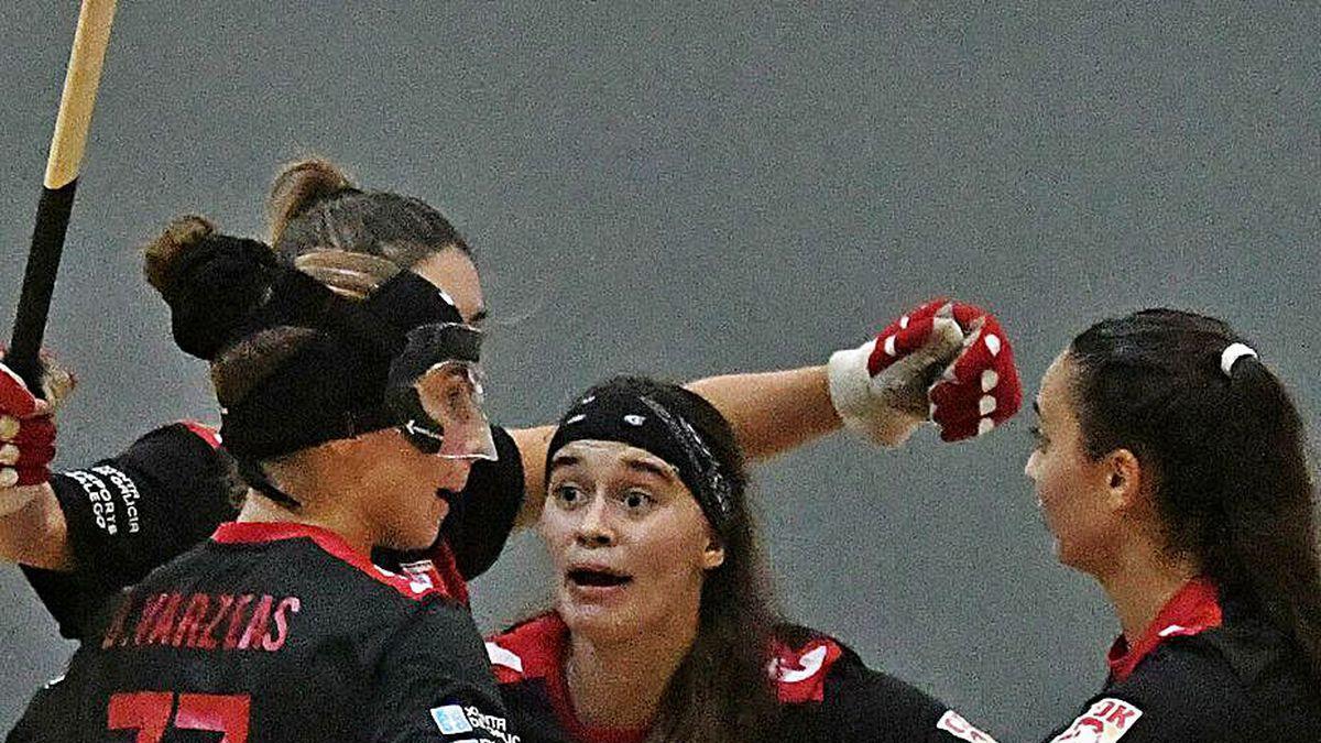 Las jugadoras del Borbolla celebran un gol.