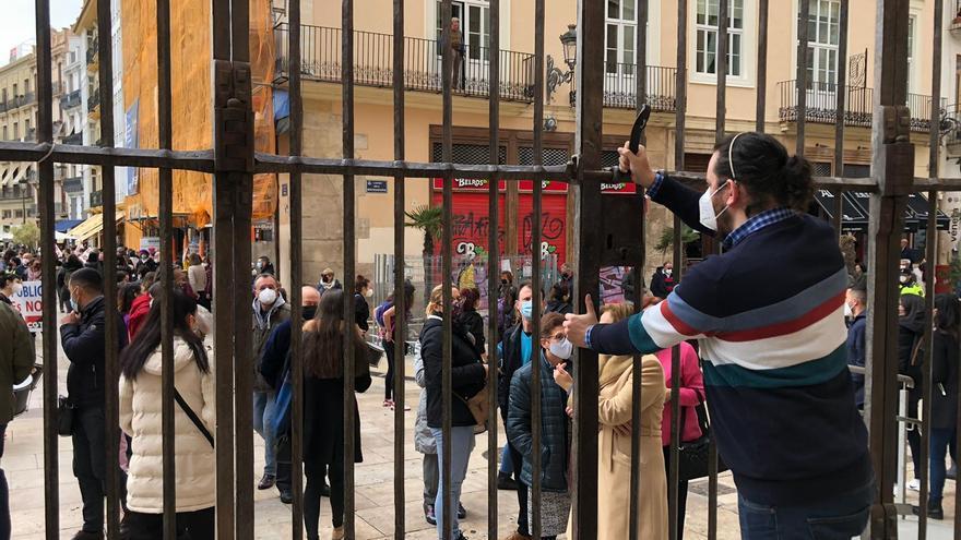 La Catedral cierra sus puertas al completarse el aforo de la Misa de San José