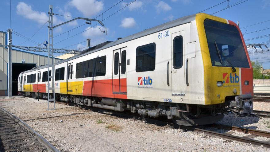 Mallorca se despide de sus trenes diesel, que ponen rumbo a Kenia