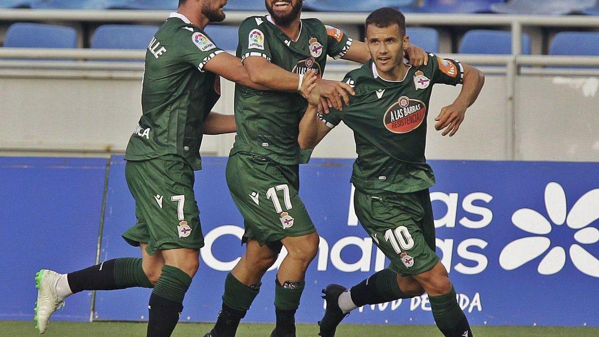 Akexte, Çolak y Borja Valle celebran el tanto del empate contra el Tenerife.