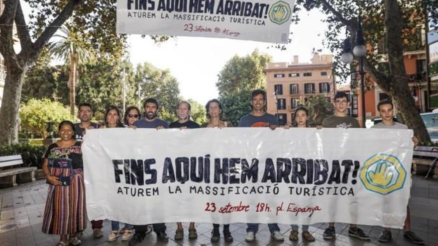 Demonstranten gegen Massentourismus auf Mallorca wärmen sich auf