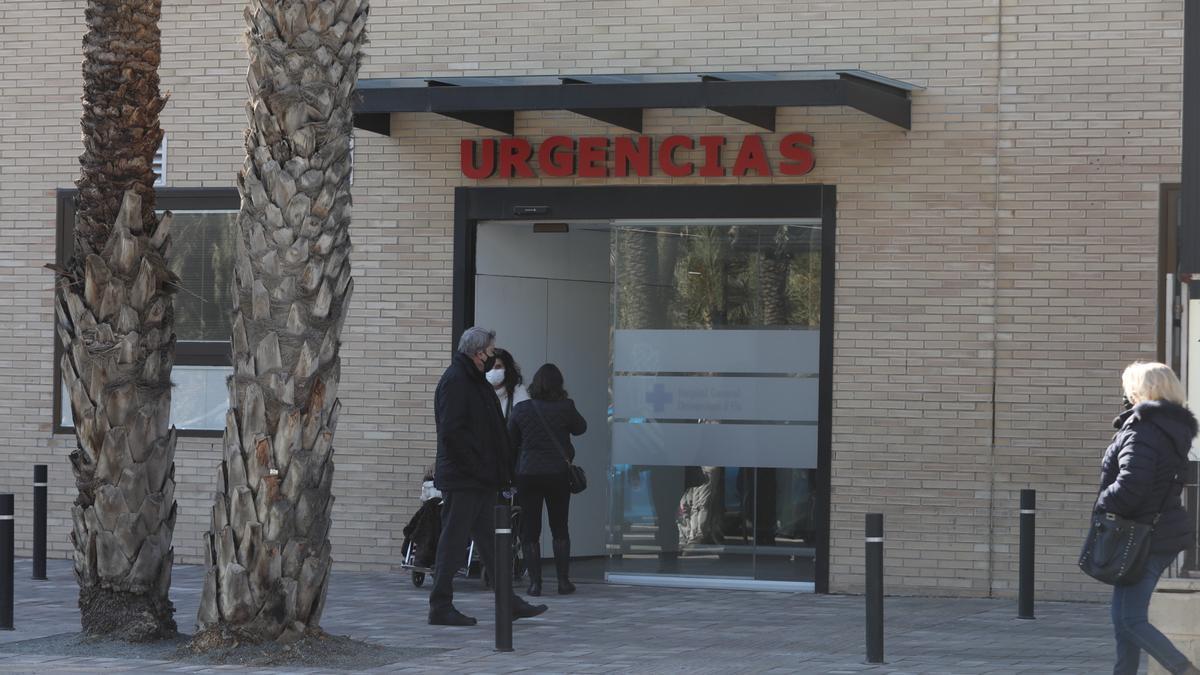 Entrada de Urgencias del Hospital General de Elche.