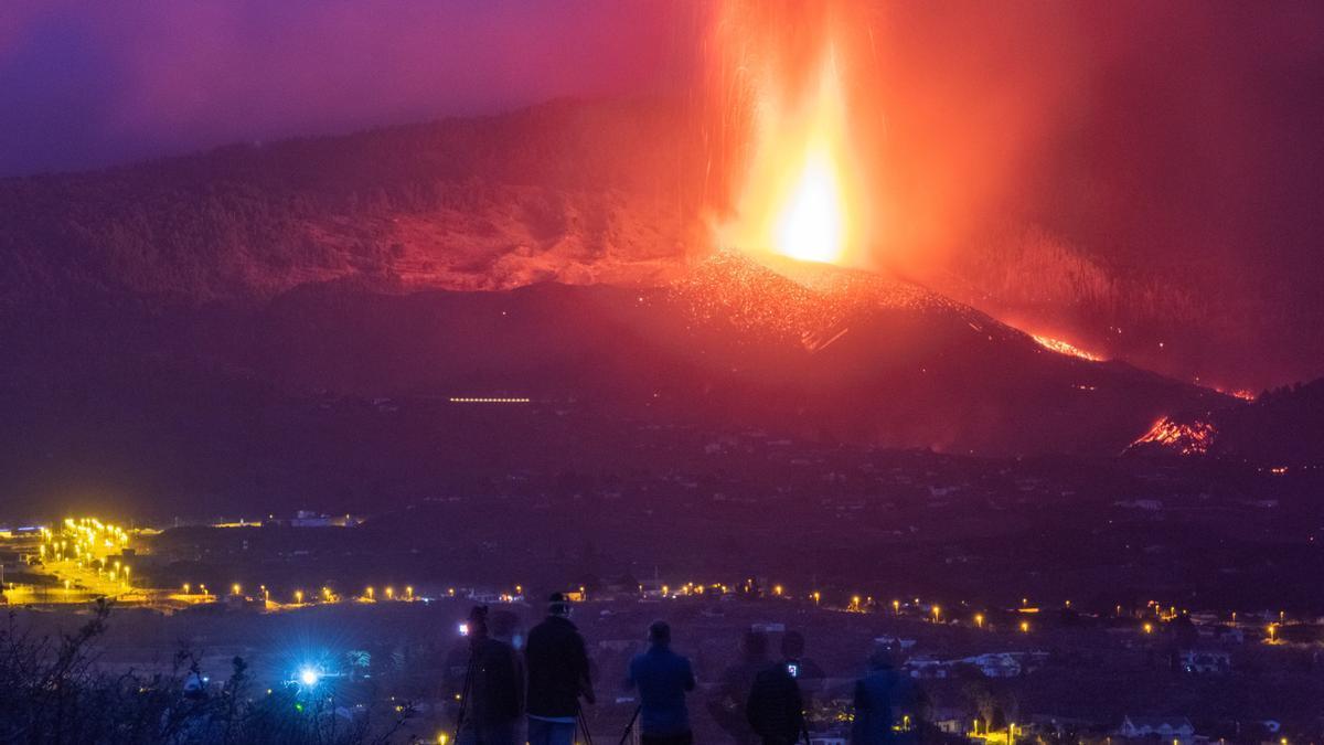 Erupción del volcán Cumbre Vieja en la isla canaria de La Palma.