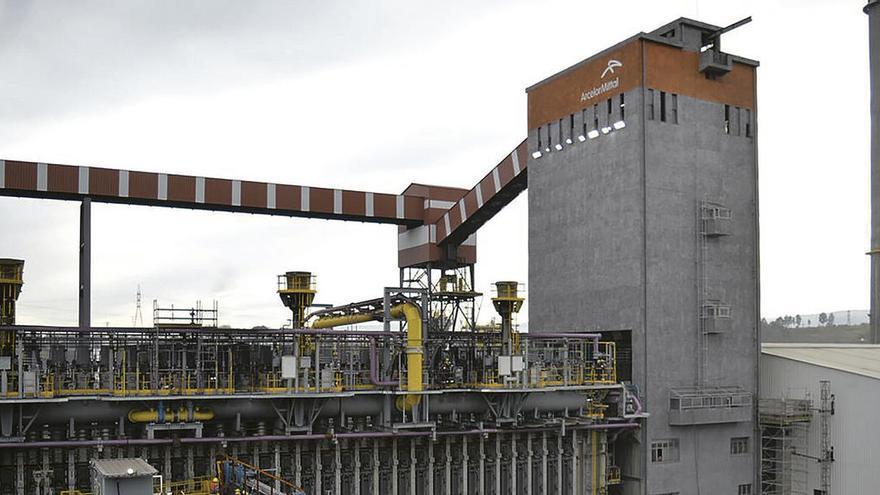 CSI traslada a los grupos políticos municipales su preocupación por el futuro de la siderurgia