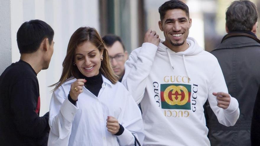 Hiba Abouk y Achraf Hakimi pasean su amor por Madrid antes de ser padres