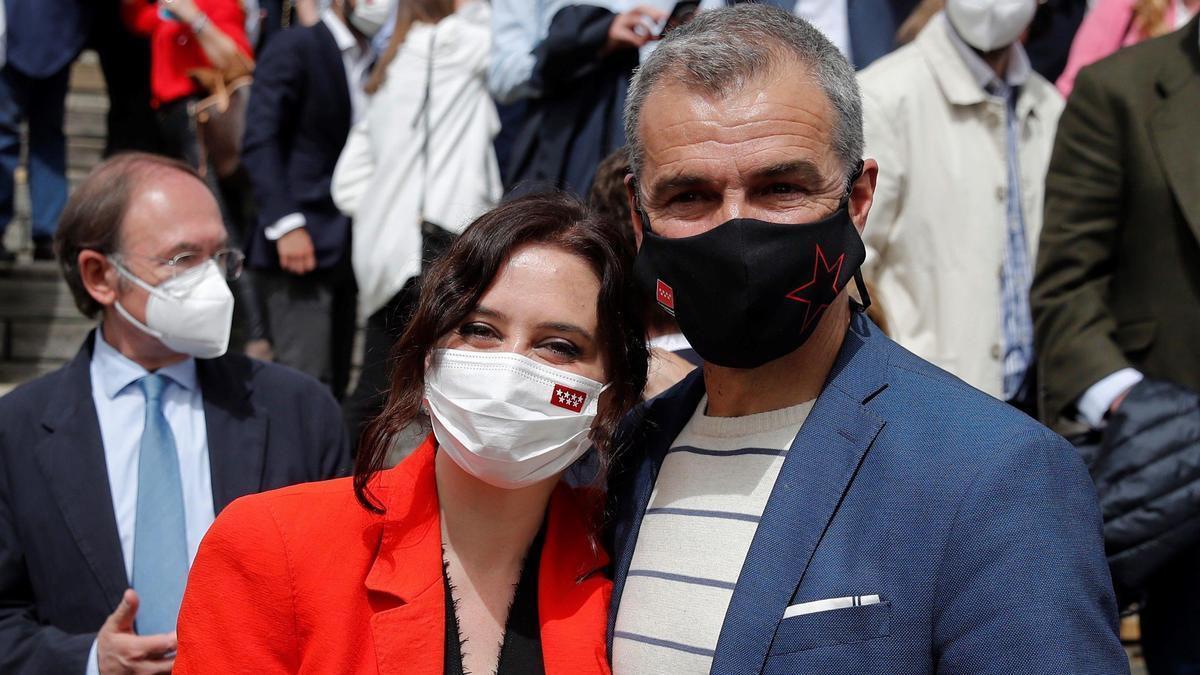 La presidenta de la Comunidad de Madrid, Isabel Diaz Ayuso,  y Toni Cantó.