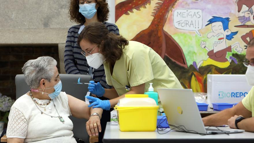 Galicia baja de los 1.500 casos de COVID mientras aumentan los hospitalizados