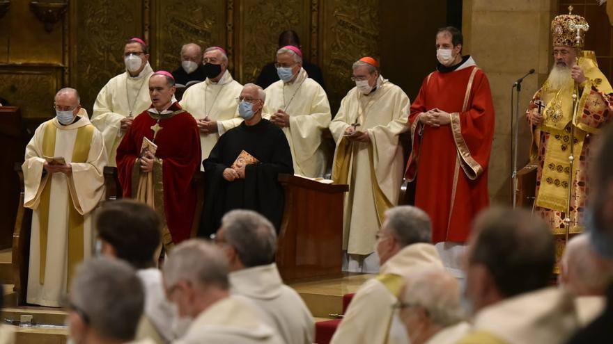 Arribada d'autoritats a Montserrat per la benedicció del nou abat
