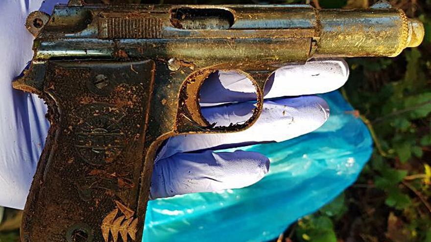 El supuesto homicida conocía a la víctima y allanó la vivienda con grilletes y una cadena