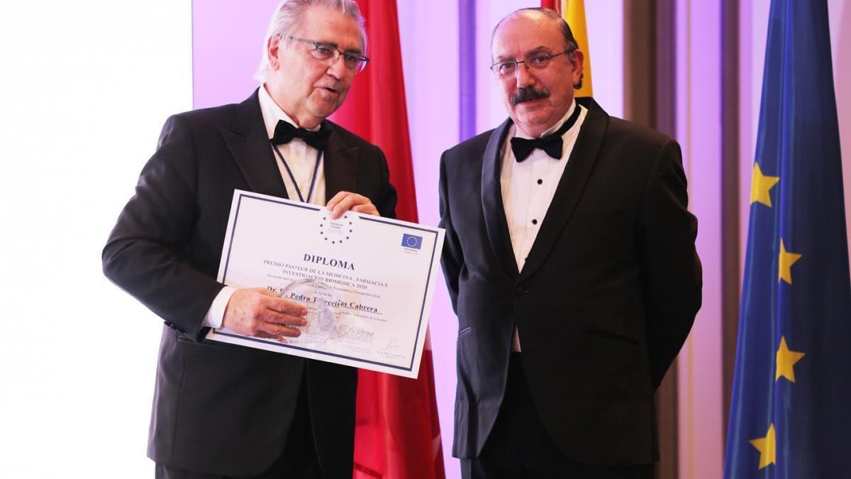 Pedro Torrecillas, urólogo malagueño y coordinador del Centro Internacional de Criocirugía y Criomedicina, recibe el Premio Pasteur de Medicina.