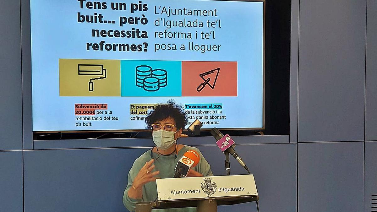 La regidora Carme Riera va ser l'encarregada de presentar els plans d'ajut   AJUNTAMENT D'IGUALADA