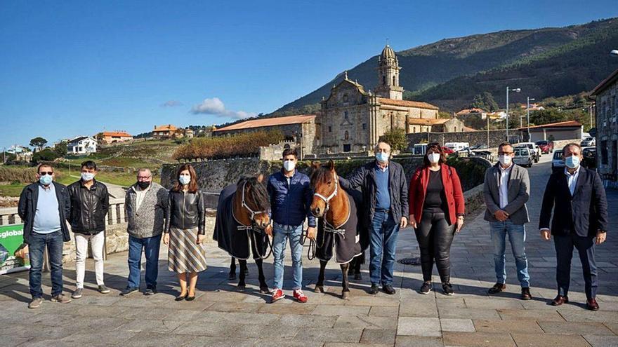 Oia une en el Camiño a personas con diversidad funcional y caballos gallegos