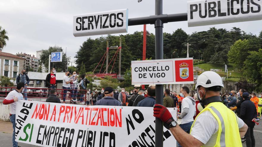 """Trabajadores municipales denuncian la """"caótica gestión"""" del Concello y la """"falta de personal"""""""