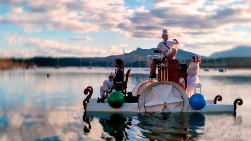 Un concierto flotante en el lago de Castiñeiras