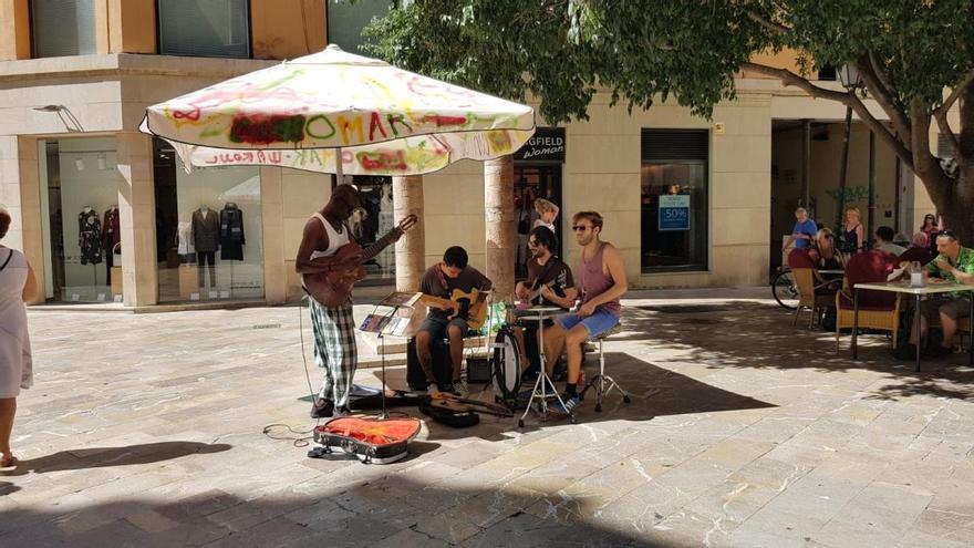 El Ayuntamiento exigirá el carné de artista callejero a partir de septiembre