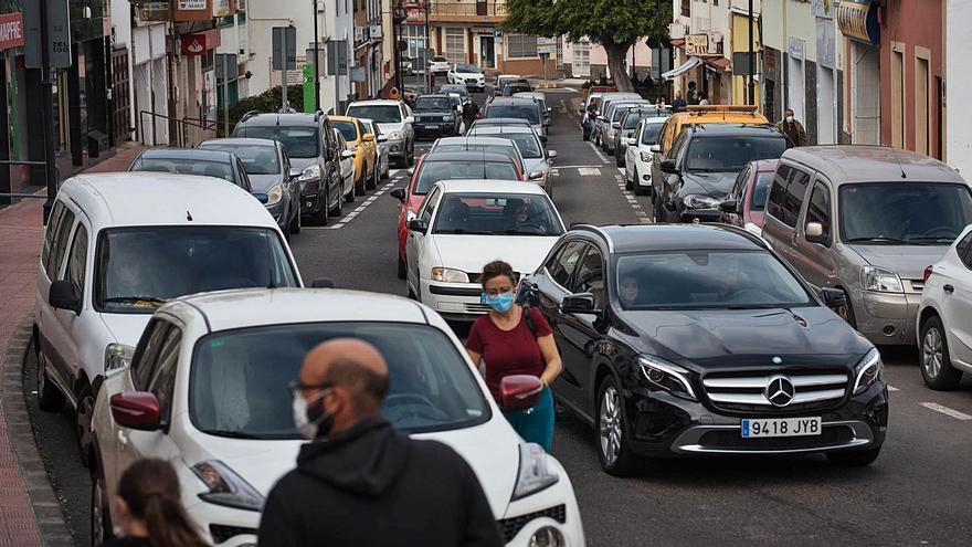 Colectivos de comerciantes y vecinos demandan aparcamientos para Tejina