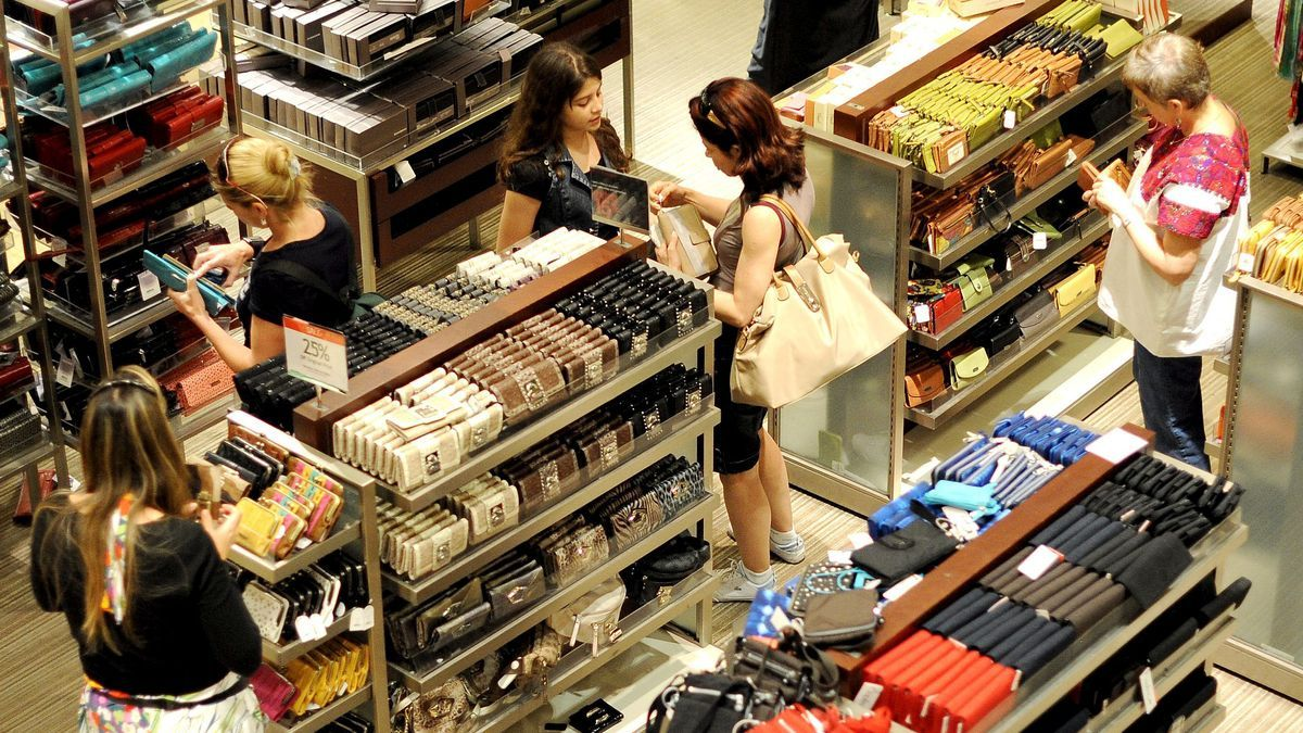 La confianza de los consumidores encadena cinco meses consecutivos de ascensos.
