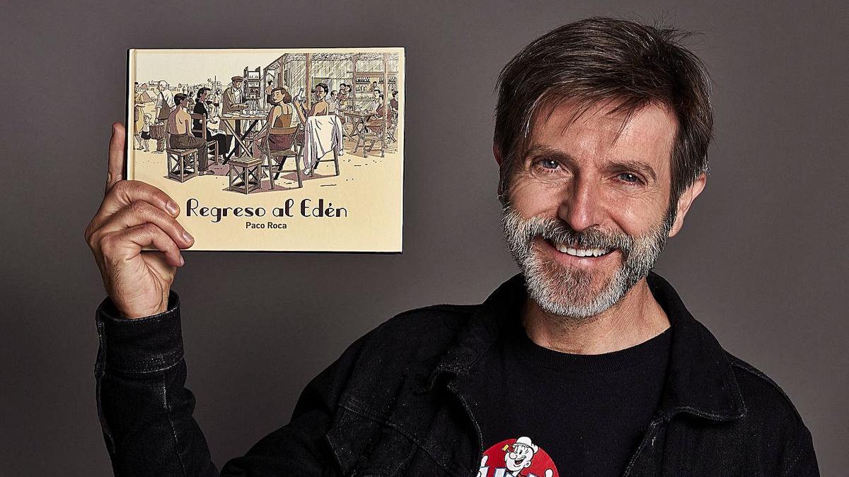 Paco Roca, amb el seu últim àlbum a la mà.   J. MARTÍNEZ LAHIGUERA