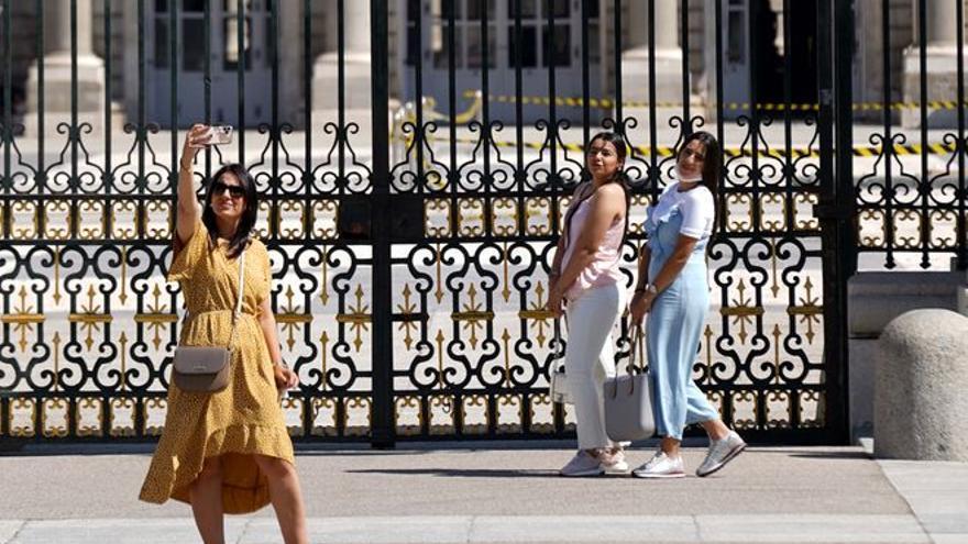 España recibe en junio solo uno de cada cuatro turistas extranjeros que llegaban antes del covid