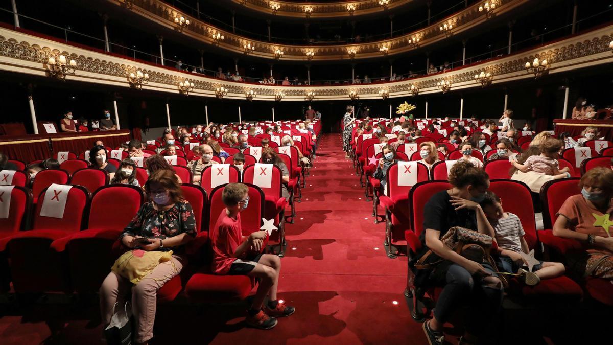Una imagen reciente del Teatro Principal de Zaragoza, con muchos de los asientos inutilizados.