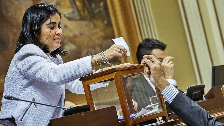 La oposición critica la gestión de Darias y exige que cambie la política de Illa