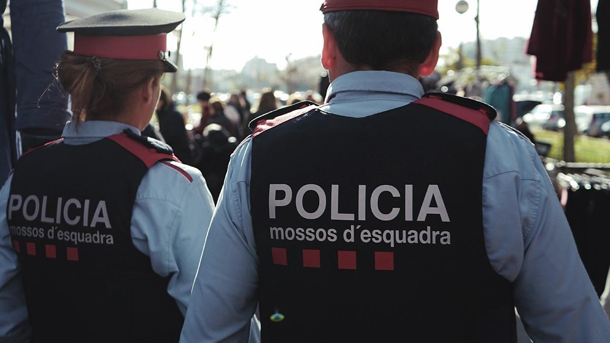 Archivo - Dos Mossos d'Esquadra. Foto de archivo