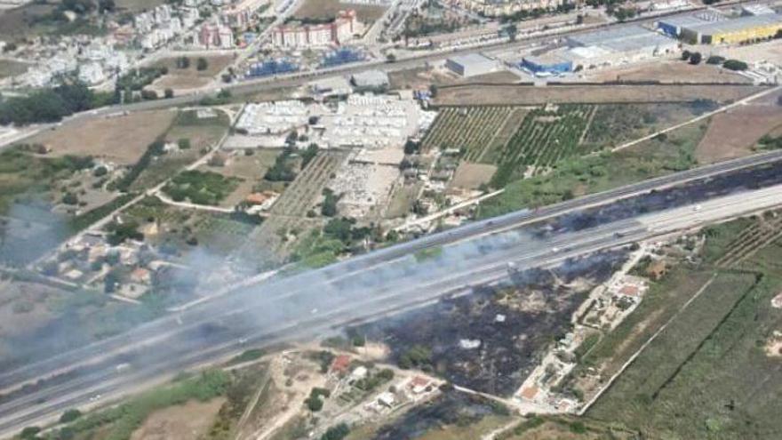 Sofocado el incendio de El Verger que ha obligado a cerrar al tráfico la N-332