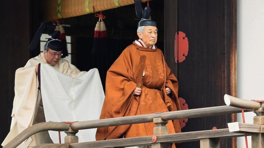 Akihito participa en ritual sintoísta previo a su abdicación