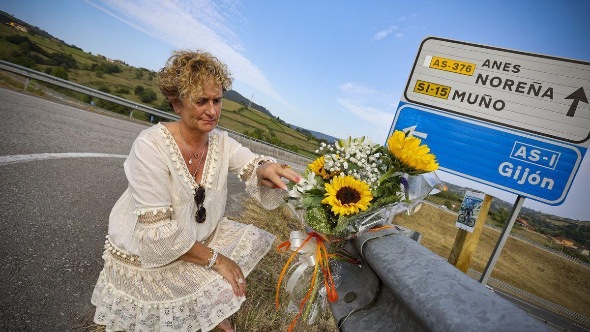Susana García, en el lugar en el que su marido, Tito Fernández, sufrió lesiones mortales.