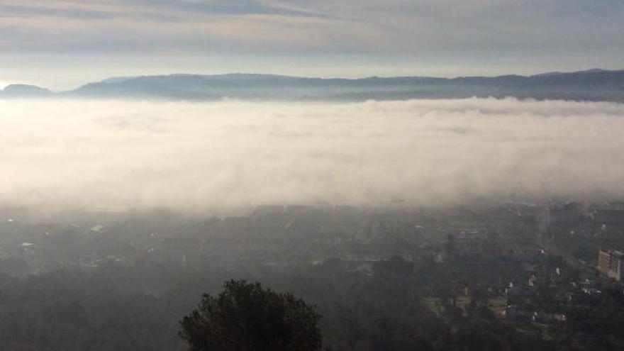 Un 'mar' de niebla se traga Dénia y Xàbia