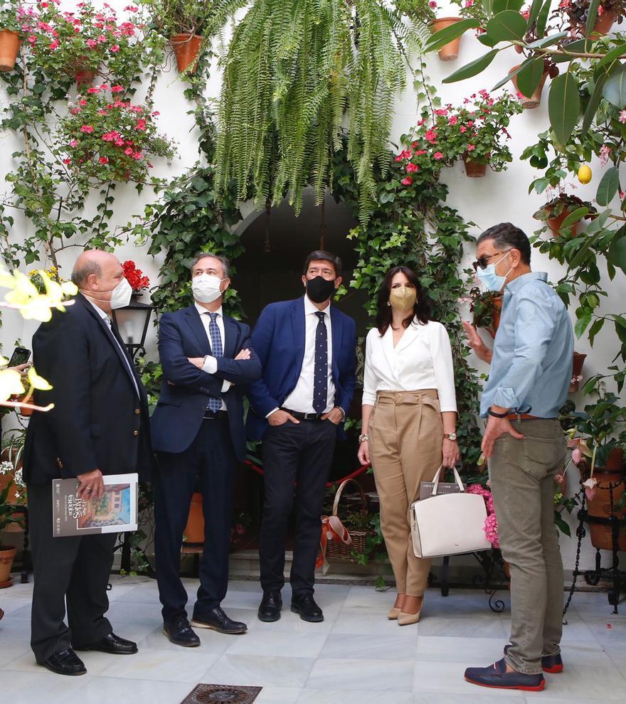 Juan Marín agradece a los cuidadores de patios la creación de un producto turístico internacional