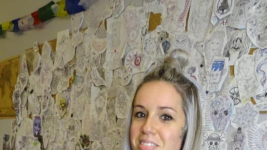 Cristina Marín: «És molt fàcil crear vincles amb la gent a la qual estàs tatuant»
