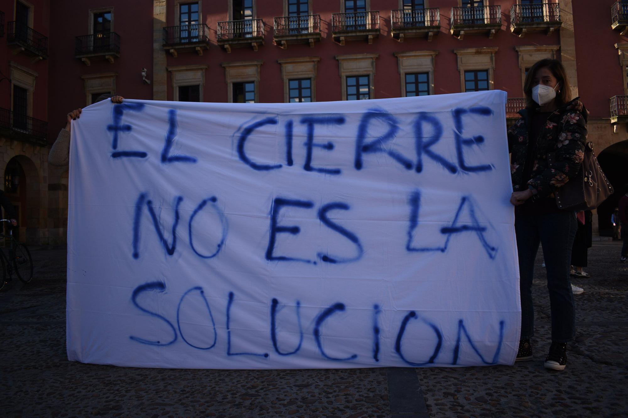 Manifestación de trabajadoras de ayuda a domicilio en Gijón