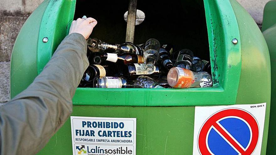 Los concellos rebajan en 11.570 kilos su reciclaje de vidrio