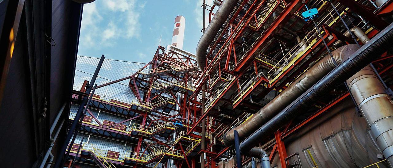 La central térmica de Aboño, que sigue en funcionamiento.   Marcos León