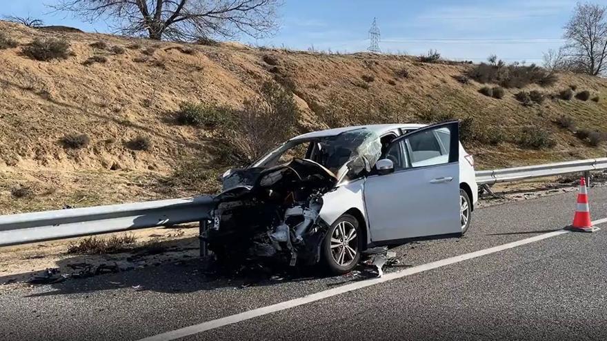 Muere un hombre al ser embestido tras quedarse su coche sin gasolina en la carretera