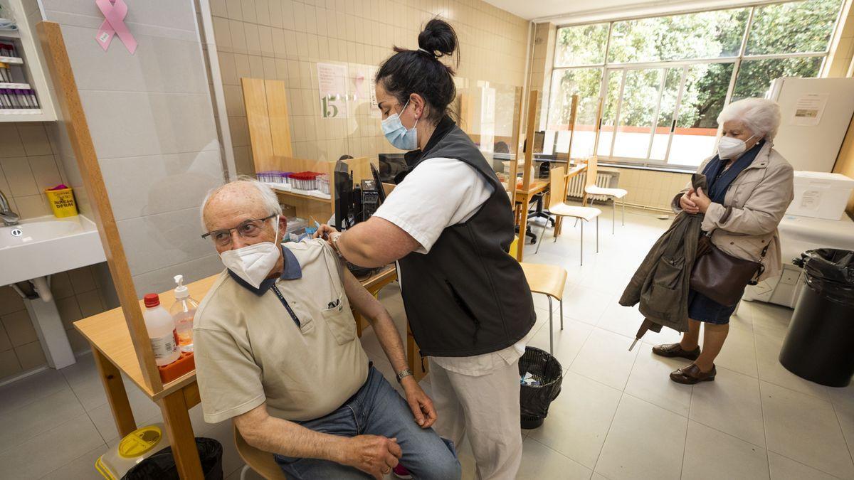 Málaga comienza a vacunar a menores de 79 años