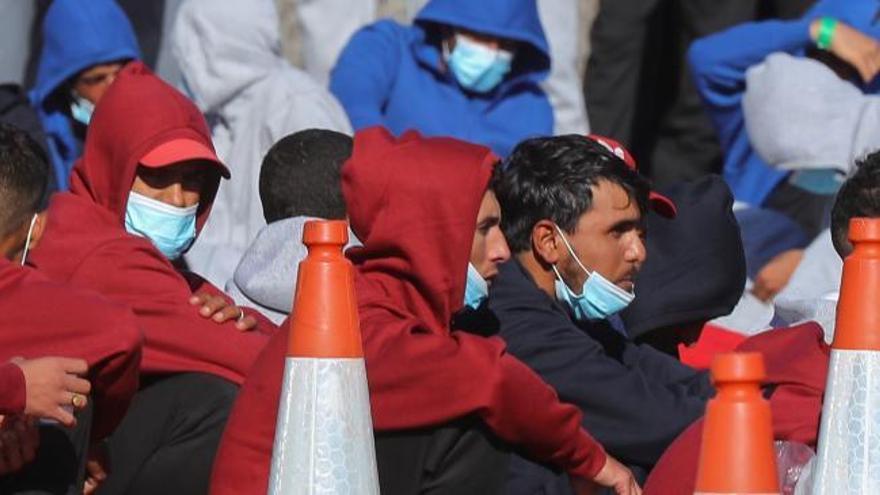 Interior defiende que no organiza traslados de migrantes a la Península