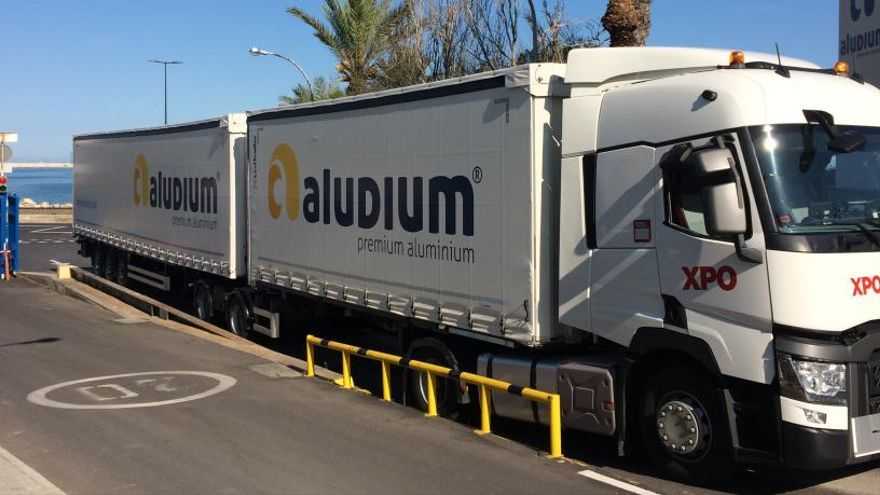 Relevo en la dirección de la fábrica de aluminio de Alicante