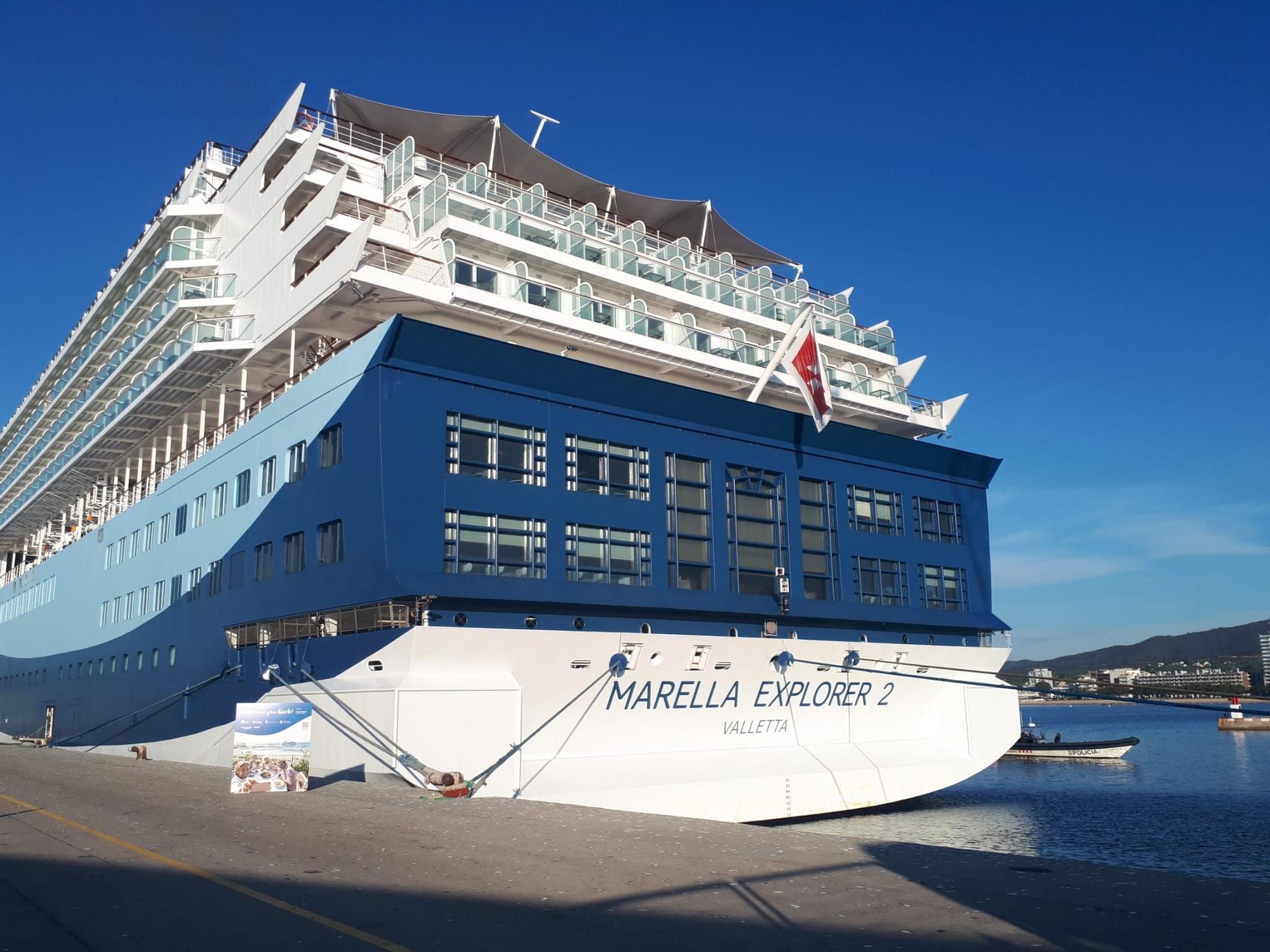 El primer creuer post-covid arriba al port de Palamós