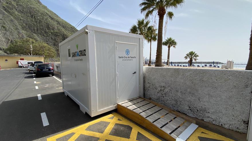 Santa Cruz retorna a Las Teresitas el vestidor para los usuarios de la asistencia al baño