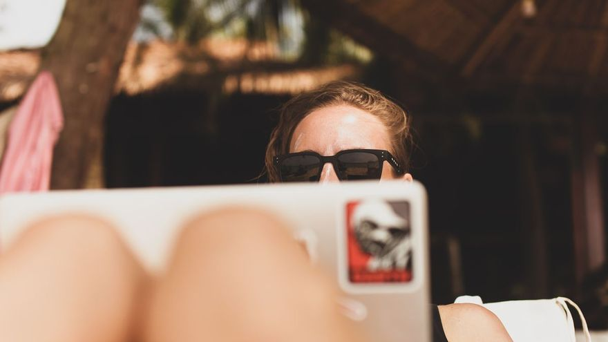 ¿Teletrabajas este verano? Pistas con las que evitar ciberataques