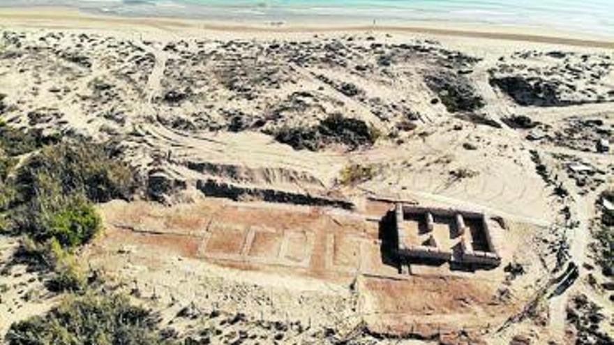 Descubren una villa rústica romana conservada en las dunas de Guardamar