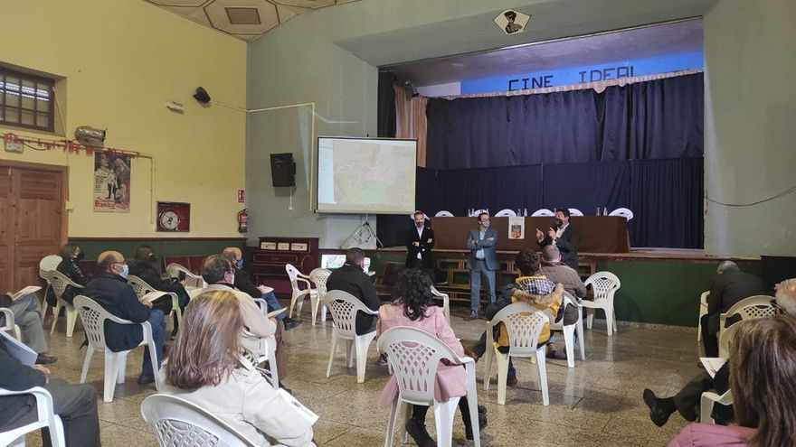 Alcaldes y secretarios de Tierra del Vino y La Guareña reciben información sobre la banda ancha