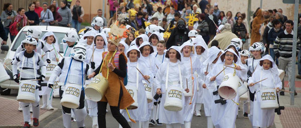 El Carnaval salió a la calle ayer en Antigua con alegría.