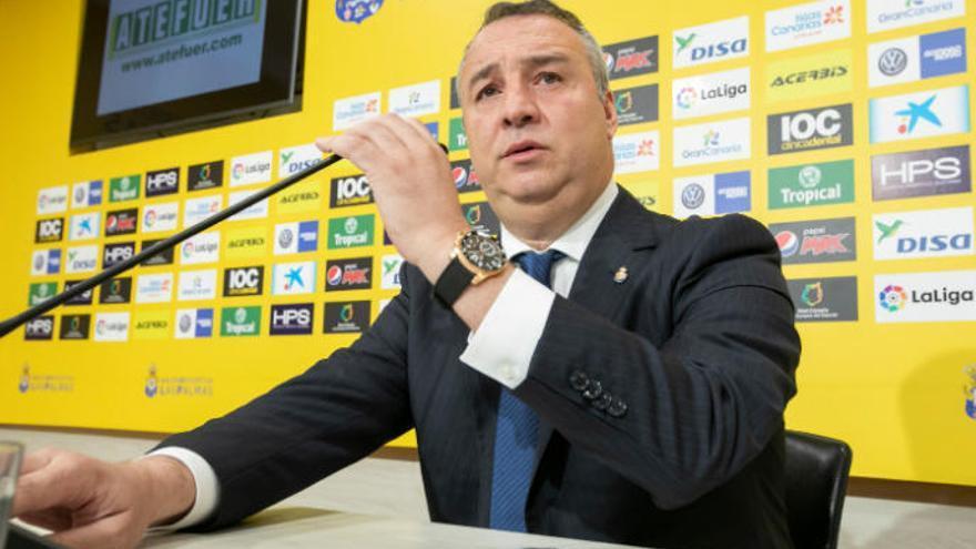 La Liga amenaza a la UD y el club pacta una rebaja salarial