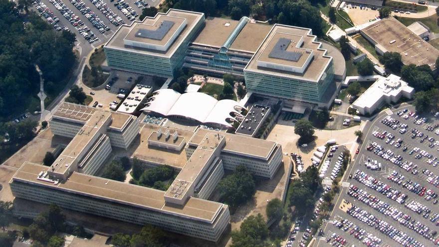 Herido por disparos del FBI un hombre que trataba de acceder al edificio de la CIA