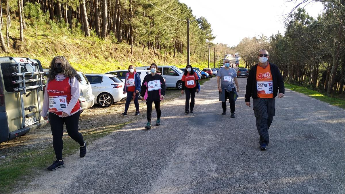 Equipo de personas participantes en la carrera en San Miguel de Oia.